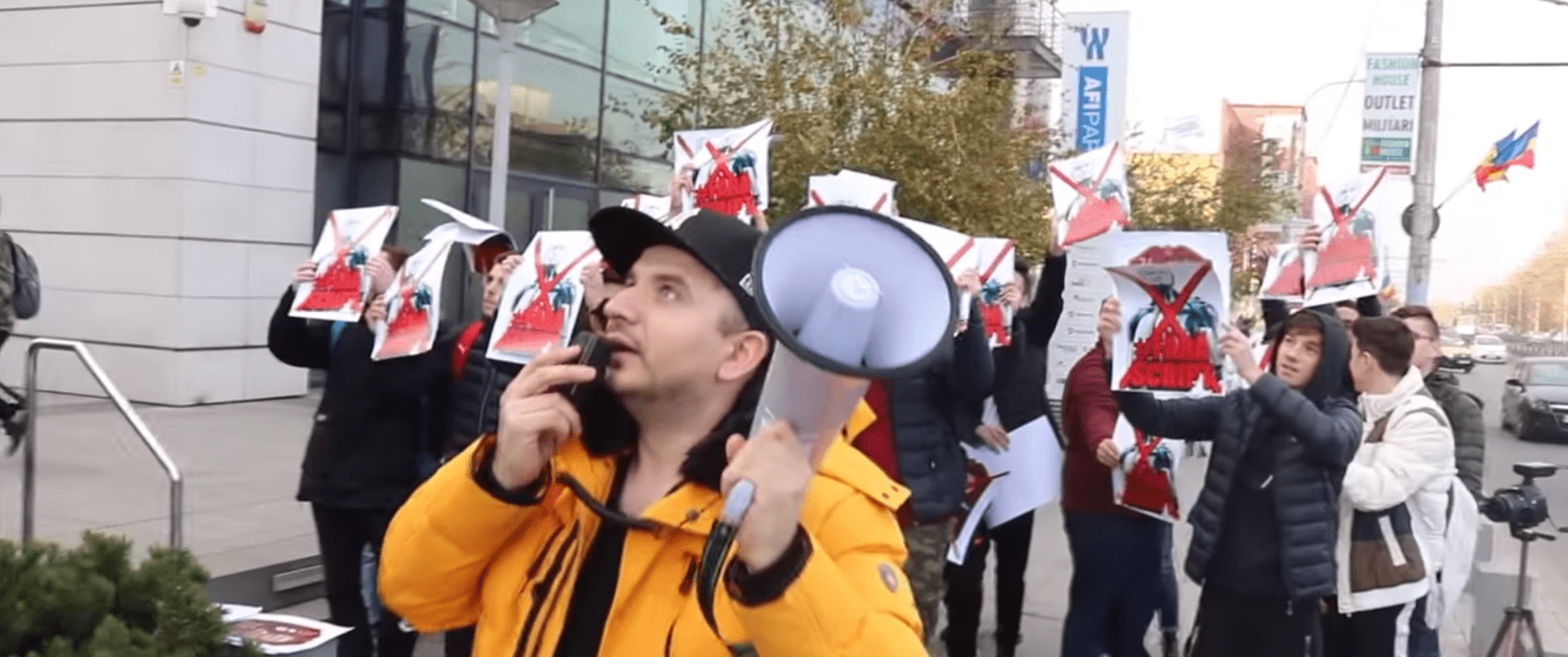 A Group Of FIFA 20 Gamers Protest In Front Of EA Headquarters In Romania, Unhappy With Pack Balance