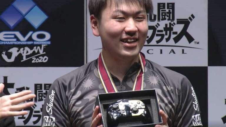 Super Smash Bros. Ultimate Tournament Winner Tragically Drops Golden Nintendo Switch Pro Controller Prize