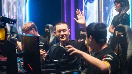 Royal Never Give Up Swept Vici Gaming In China's LPL's Summer Split 2020